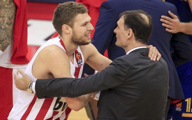 https://superbasket.gr/images/2017/Season2017-18/Euroleague/Barcelona/bartzo_veze.jpg